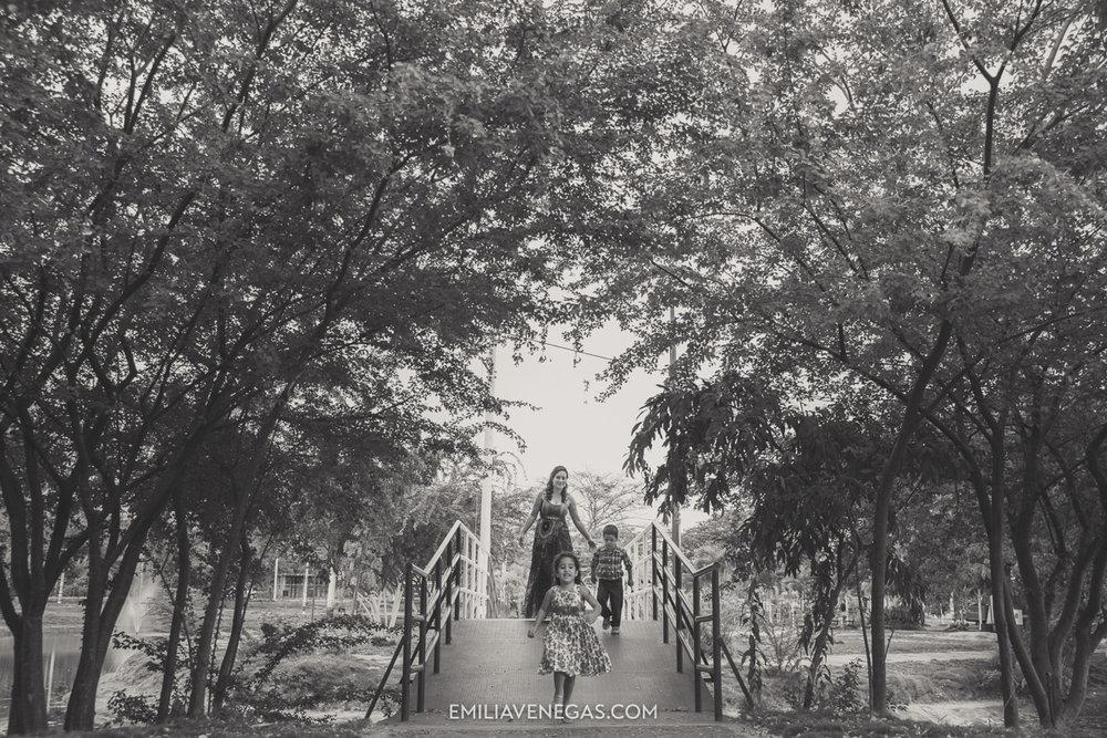 fotografia-familiar-niños-parque-forestal-Portoviejo-11.jpg
