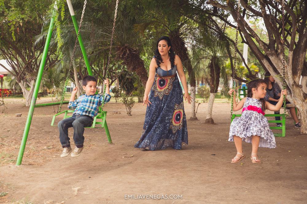 fotografia-familiar-niños-parque-forestal-Portoviejo-14.jpg