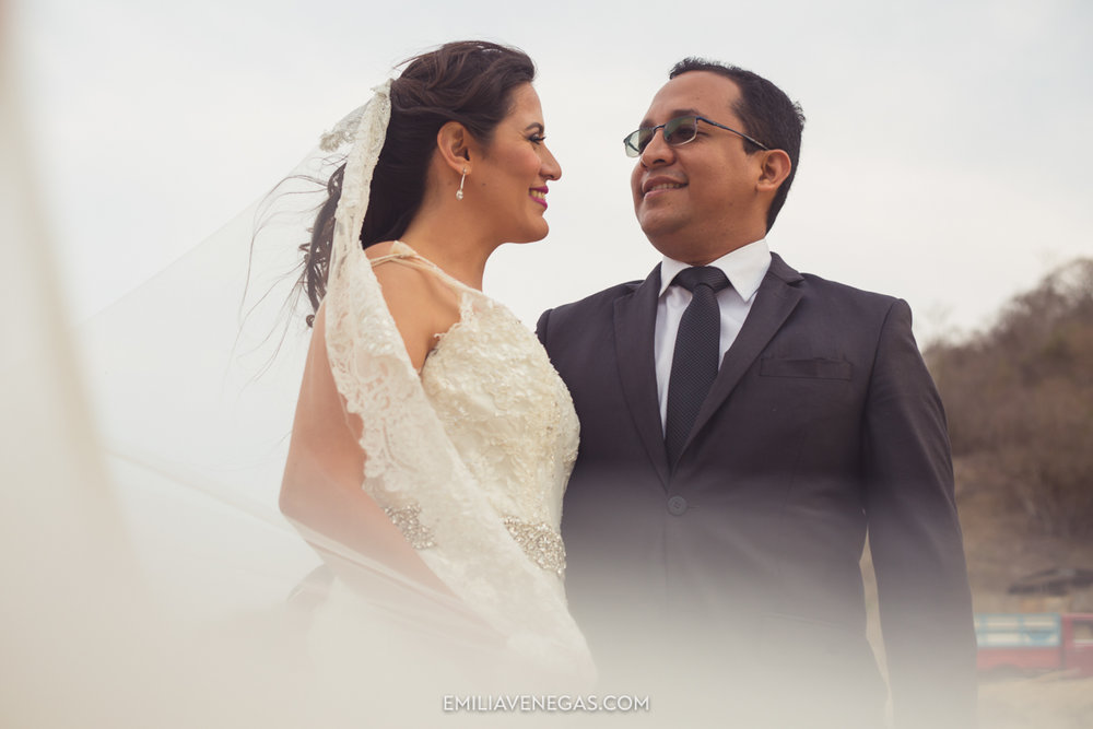 fotografia-pareja-novios-boda-Bahia-Manabi-2.jpg