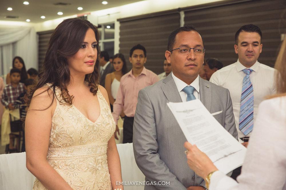 fotografia-pareja-novios-boda-civil-Portoviejo-Manabi-4.jpg