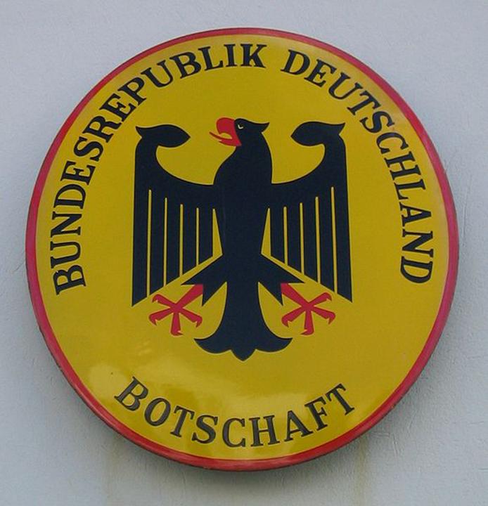 578px-schild-deutsche_botschaft.jpg