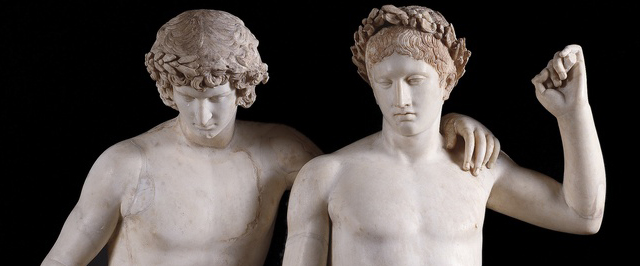 """""""Grupo de San Ildefonso"""".Siglo I d. C., mármol, 161 x 106 cm.Museo del Prado. Identificados tradicionalmente conCastor y Polux."""