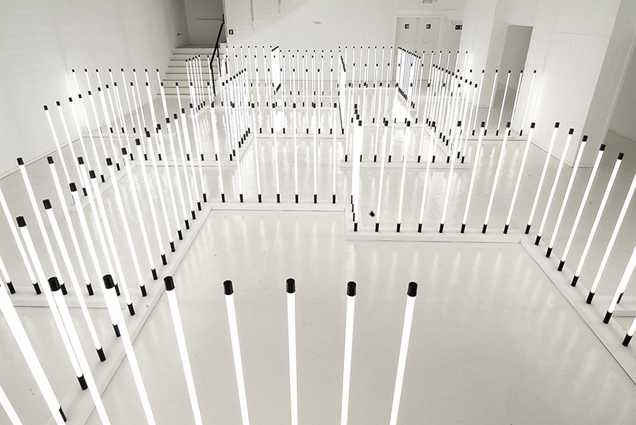 """""""Electrocosmos"""", 2008. Instalación con 240 lámparas fluorescentes, 12 x 17 m"""
