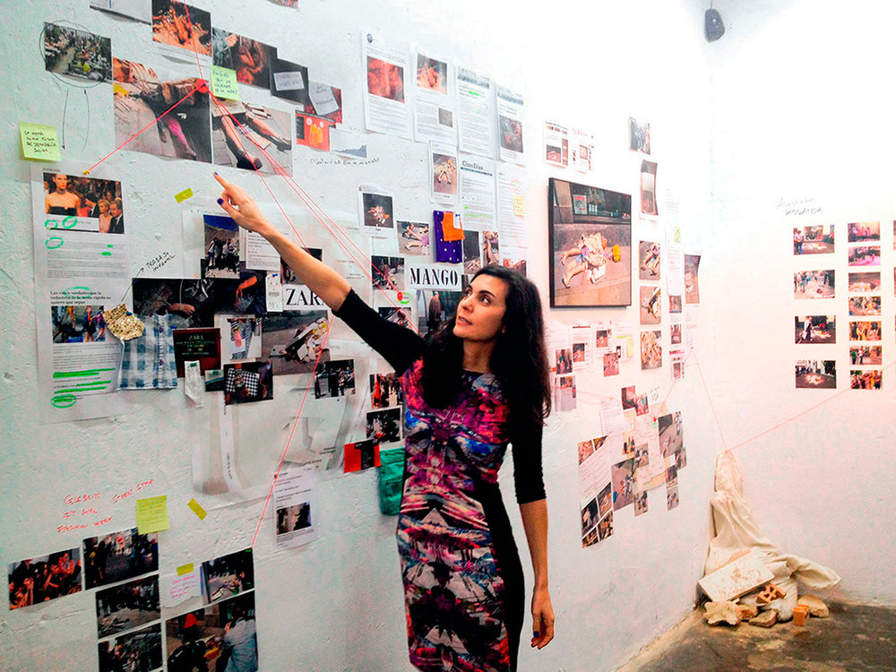 Vista de la exposición Mapas de acciónen Serendipia Espacio de arte, Madrid, 2015
