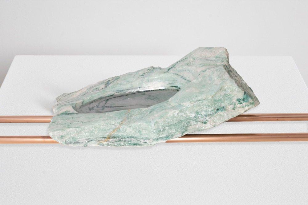 """Moreno&Grau, """"Transmission"""", 2018. Mármol, cobre y resina. 95x35x17 cm"""