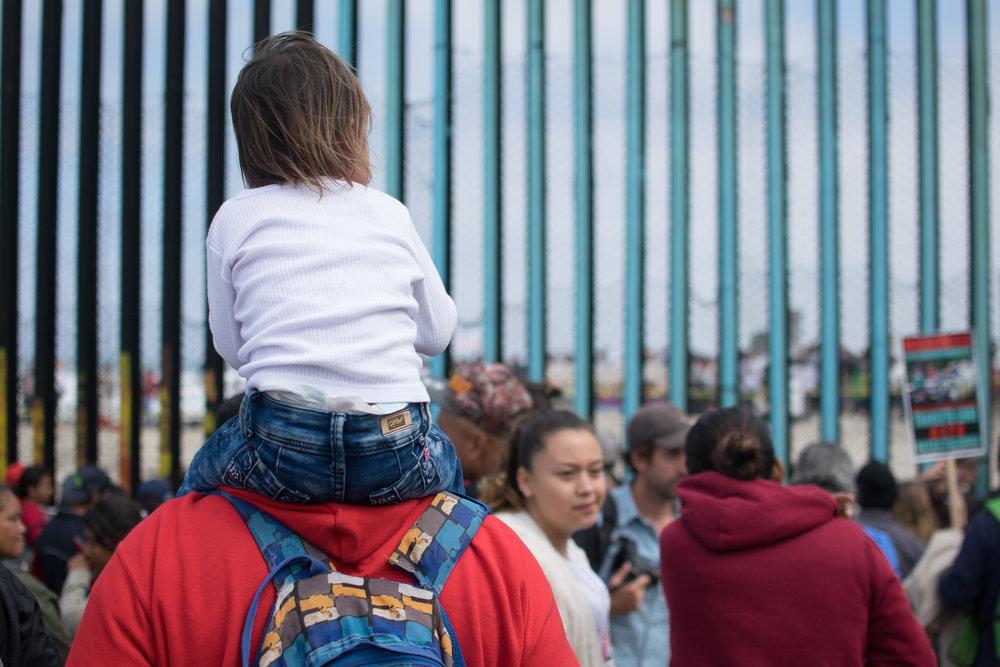 Bild via organisationen Al Otro Lado. De arbetar med juridisk utbildning och rådgivning samt medicinskt stöd vid gränsen mellan USA och Mexiko, och är en av årets Child 10-pristagare. Fotograf: Ricardo Diaz