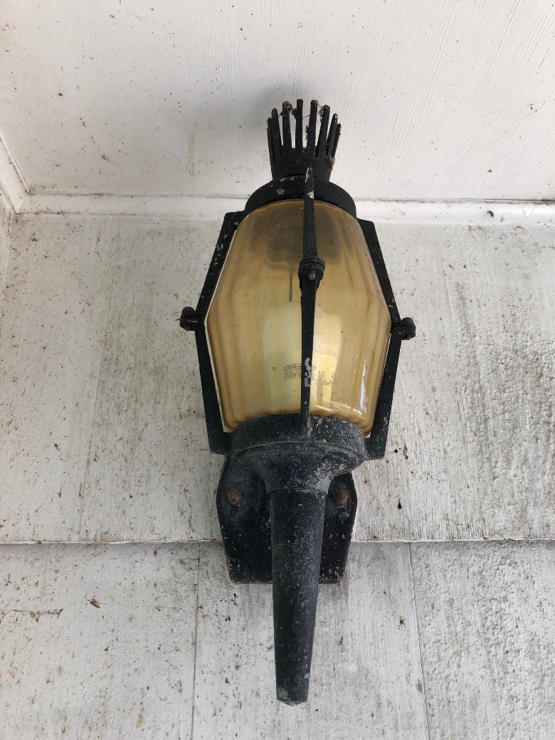 the-homeward-blog-light-fixture-before.jpg