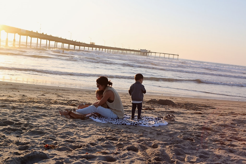 thebeachpeople.oceanpier.pier.sunset.family.jpg