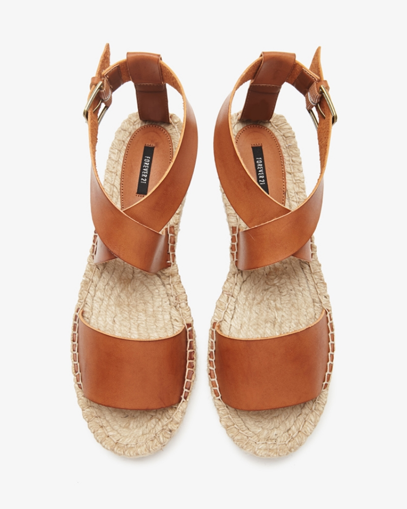 Do these look just like last seasons Elise Vince Espadrilles that sold out EVERYWHERE or what?!?!  You're welcome.  XO