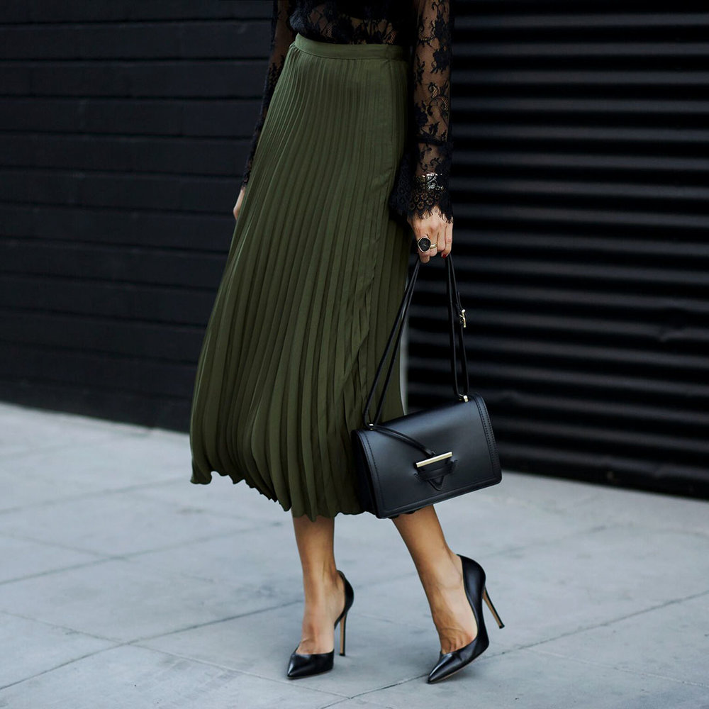 Pleated_Skirt_Gianvito_Rossi_Shoes_Camelia_Roma.jpg