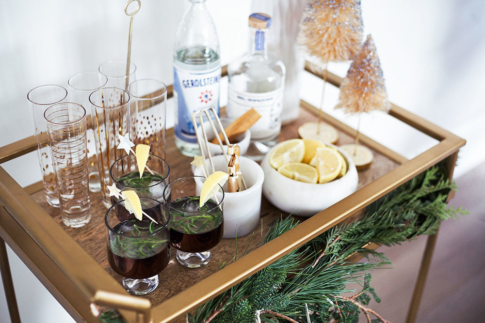 Christmas_Bar_Cart_Cocktail_Home_Decor.jpg