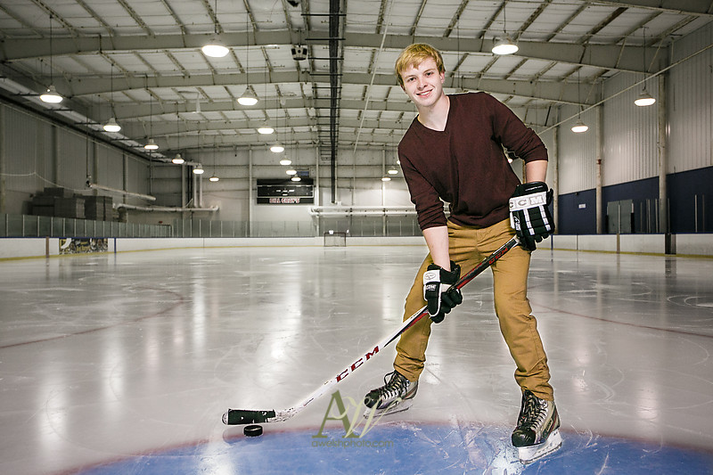 brennon-senior-portrait-rochester-hockey-dog01.jpg
