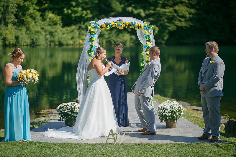 mandi-daniel-shadow-lake-rochester-ny-outdoor-wedding09