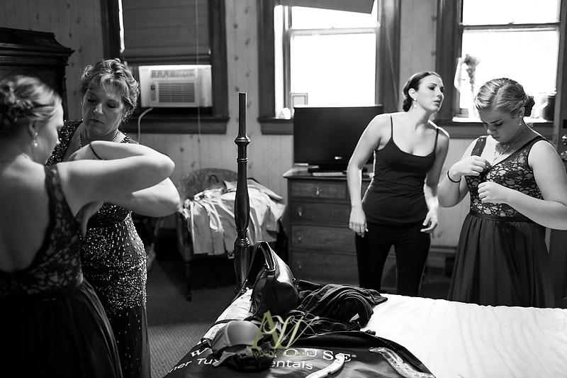 Alyssa-Sam-Geneva-NY-Belhurst-Wedding-Photos03