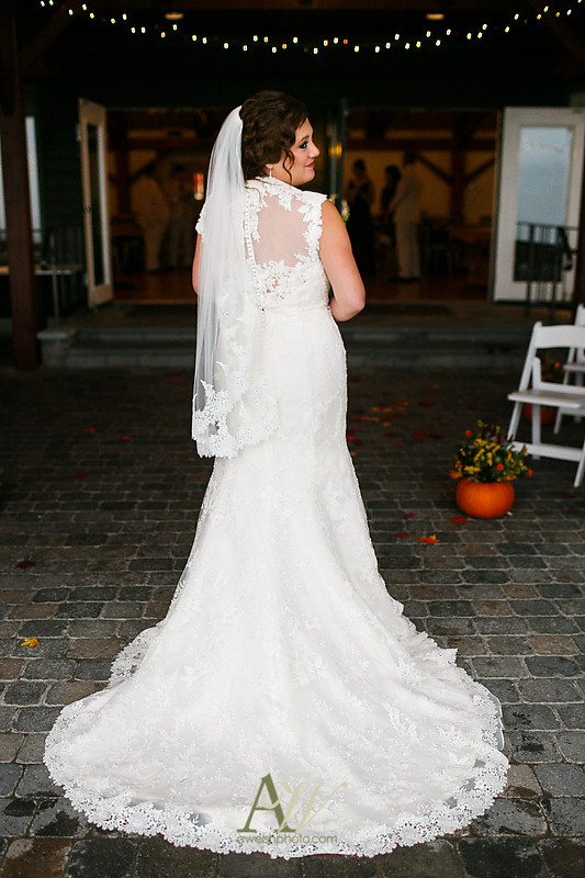 lisa-brandon-bristol-harbor-resort-fall-wedding30