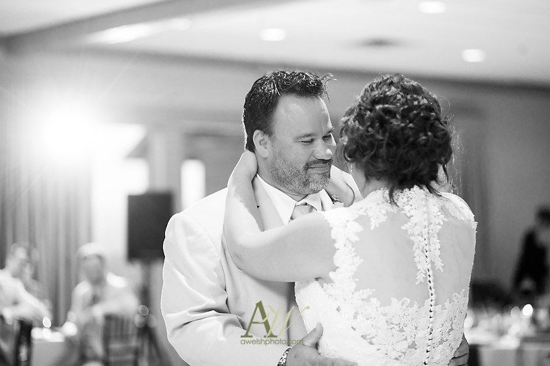 lisa-brandon-bristol-harbor-resort-fall-wedding32