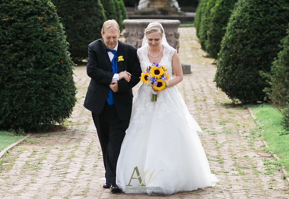 mandy-eric-sonnenberg-canandaigua-rochester-ny-outdoor-wedding13.jpg