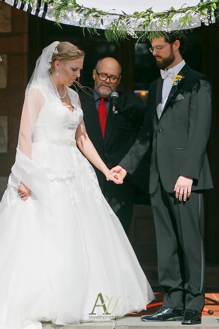 mandy-eric-sonnenberg-canandaigua-rochester-ny-outdoor-wedding19.jpg