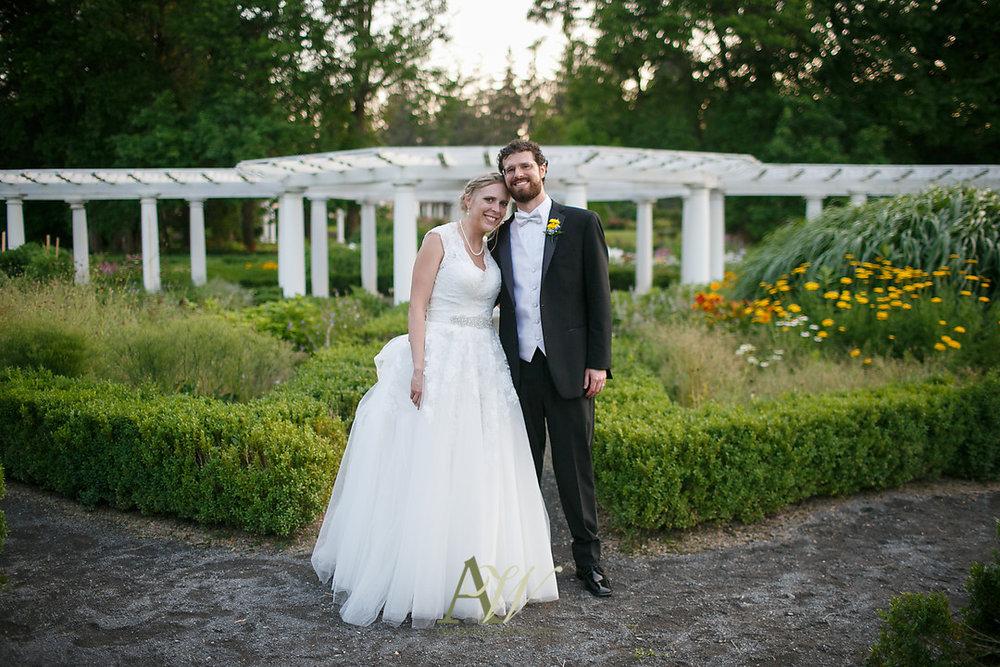 mandy-eric-sonnenberg-canandaigua-rochester-ny-outdoor-wedding30.jpg
