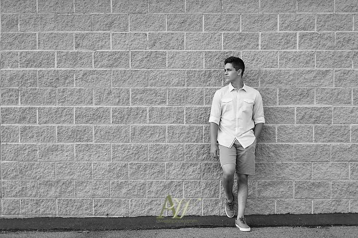 Tommy-victor-high-school-senior-portrait-photo02.jpg