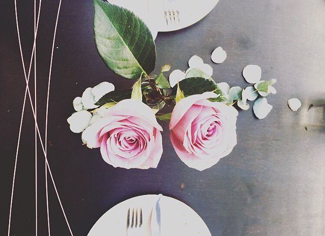 P R E T T Y 💐 ++ flowers to brighten up your day ++ #happy #and #bright #at #the #vintage #pantry #pitt #town #pink #roses #eucalyptus #leaves #food #yum #function