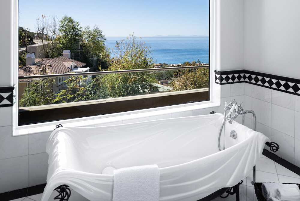 Soak-Tub-Laguna-Beach-View.jpg