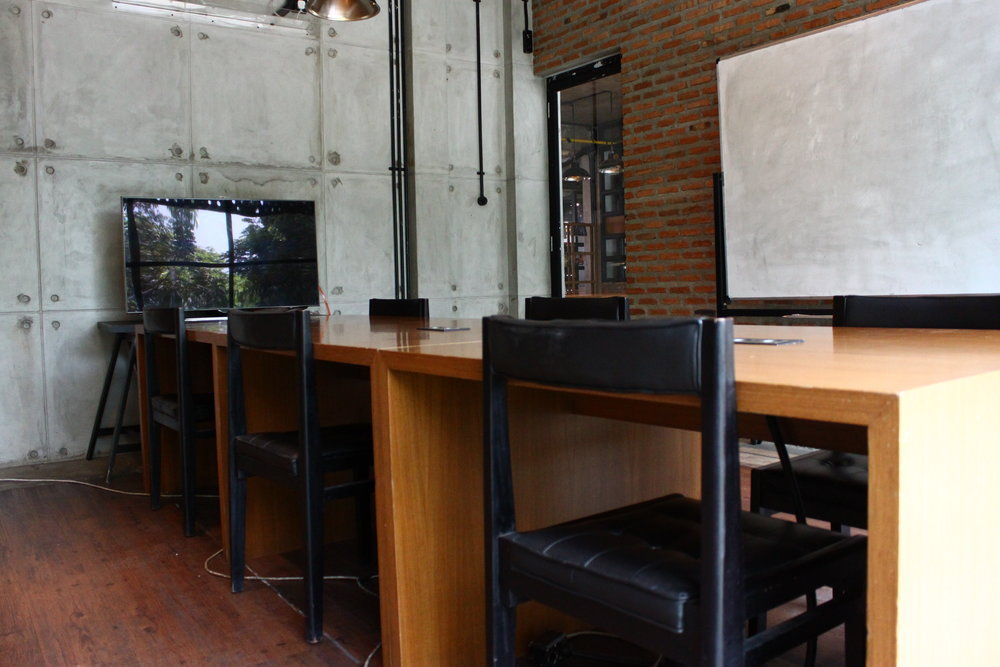 Meeting Room   Board table, HD Projector, and soundproof space to ensure a private and productive meeting.
