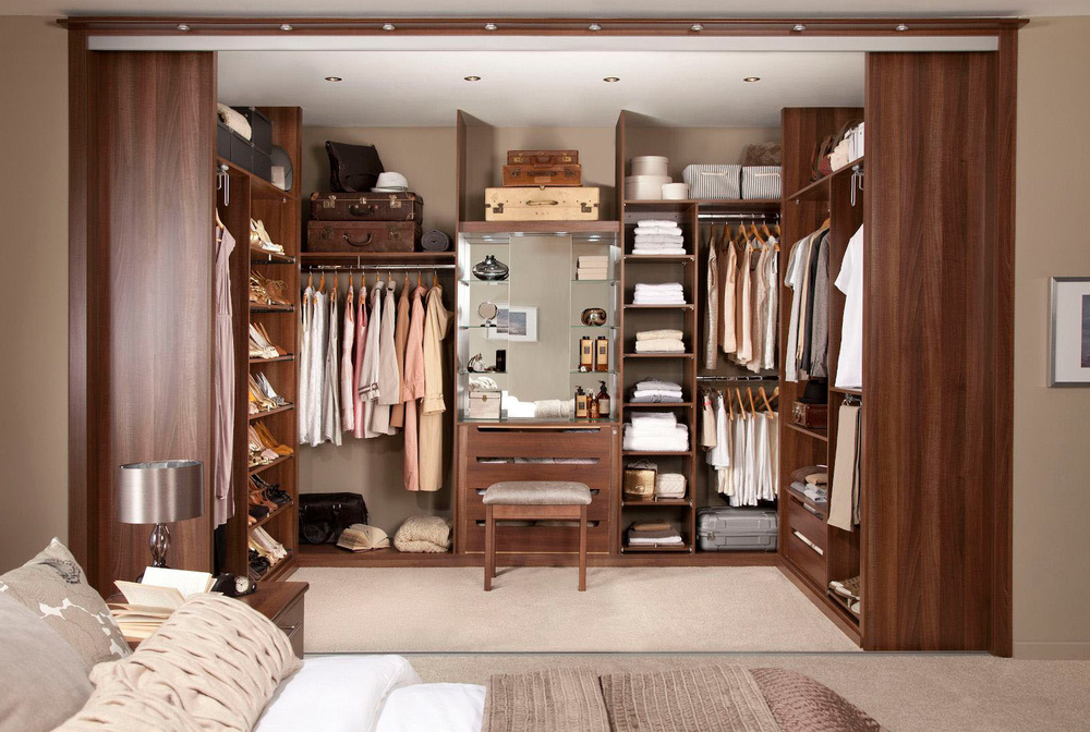 Walk-in-Closet-for-Men-Masculine-closet-design-22.jpg