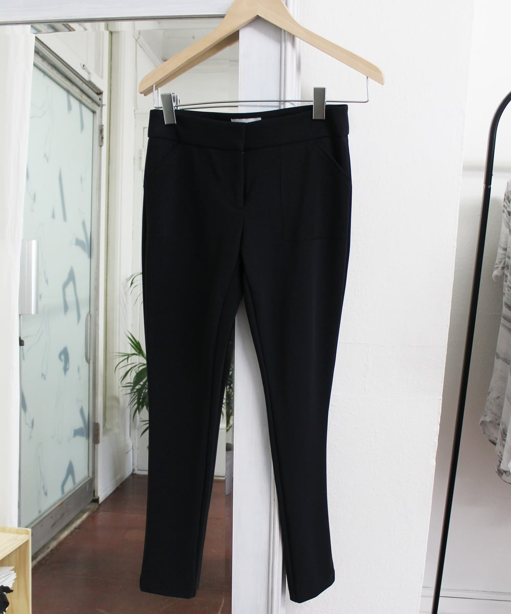 The  Skinny Ankle Pants  in Black