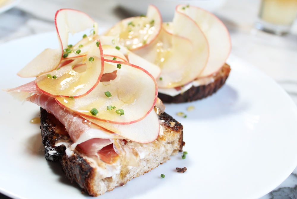 APPLE TARTINE: prosciutto, lemon, poppy, marscapone