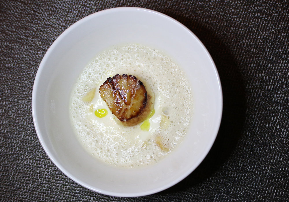 Scallop: Époisses Fondue, Mac-Nuts