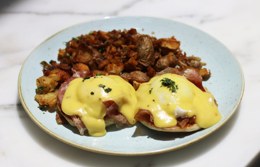 ITALIAN BENEDICT : house-made prosciutto, poached eggs, hollandaise