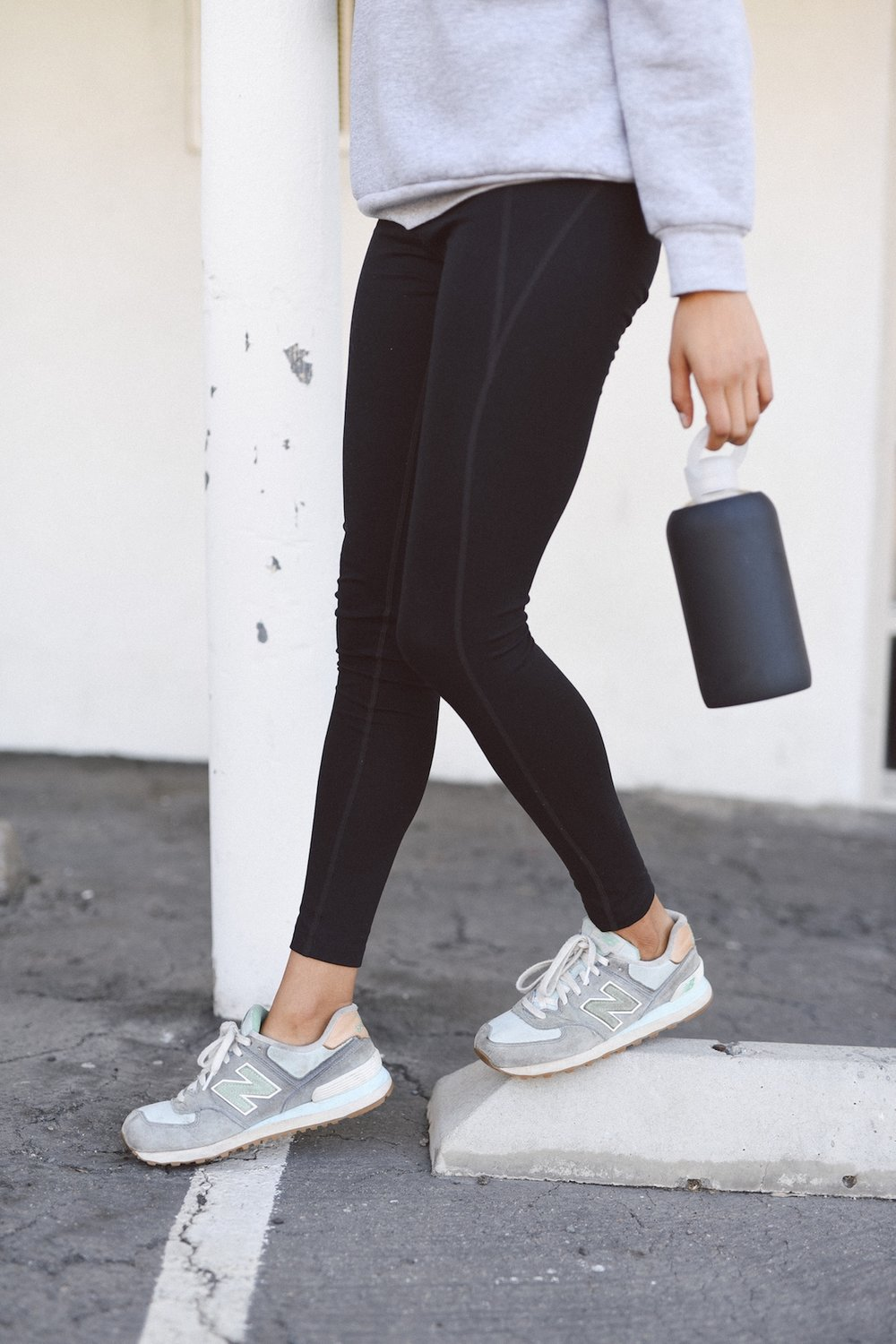 Girlfriend Collective black leggings for the perfect athleisure look // A Week Of Outfits With Jazmine Brown on The Good Trade