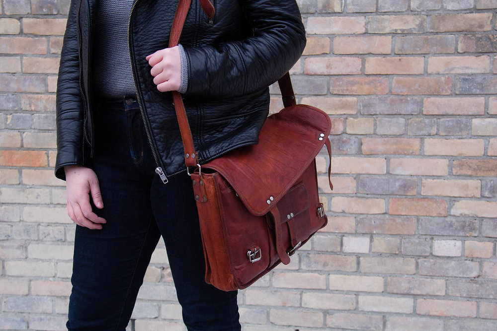 Red messenger bag // A Week Of Thrifted & Ethical Outfits With Emilie Maine On The Good Trade