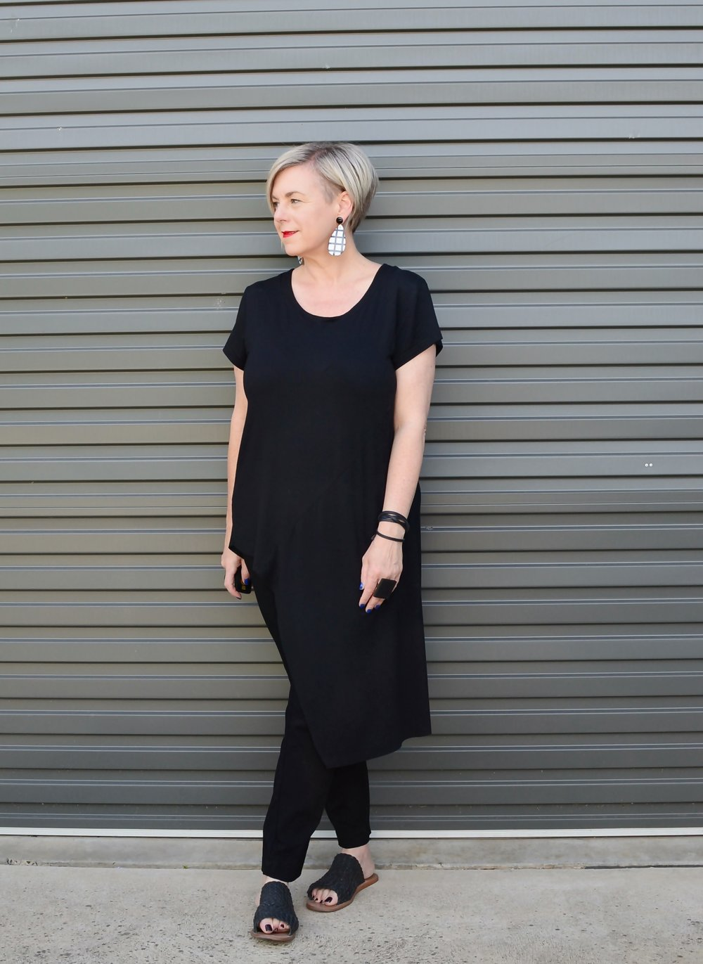 All black minimalist outfit with tunic top // A Week Of Elevated Classic Outfits With Deborah Gates From Stylish Murmurs on The Good Trade