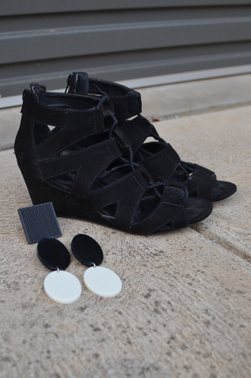 Lace up wedge sandals and black and white accessories // A Week Of Elevated Classic Outfits With Deborah Gates From Stylish Murmurs on The Good Trade
