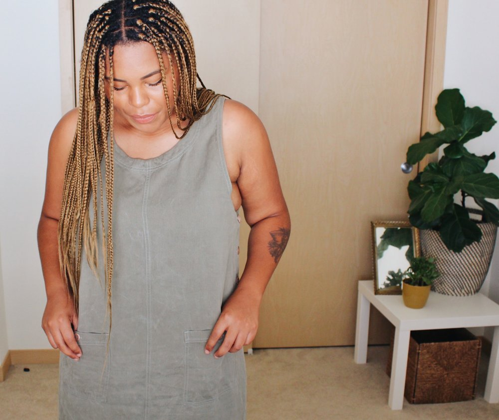 Muted green minimalist dress // A Week Of Boho Minimalist Outfits With Deborah Shepherd From Clothed In Abundance on The Good Trade