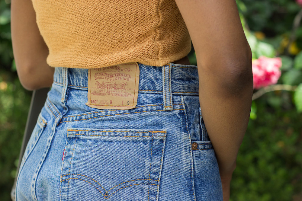 Classic Levi's jeans // A Week Of Hollywood-Inspired Outfits With Conscious Style Blogger Jeneice Thompson on The Good Trade