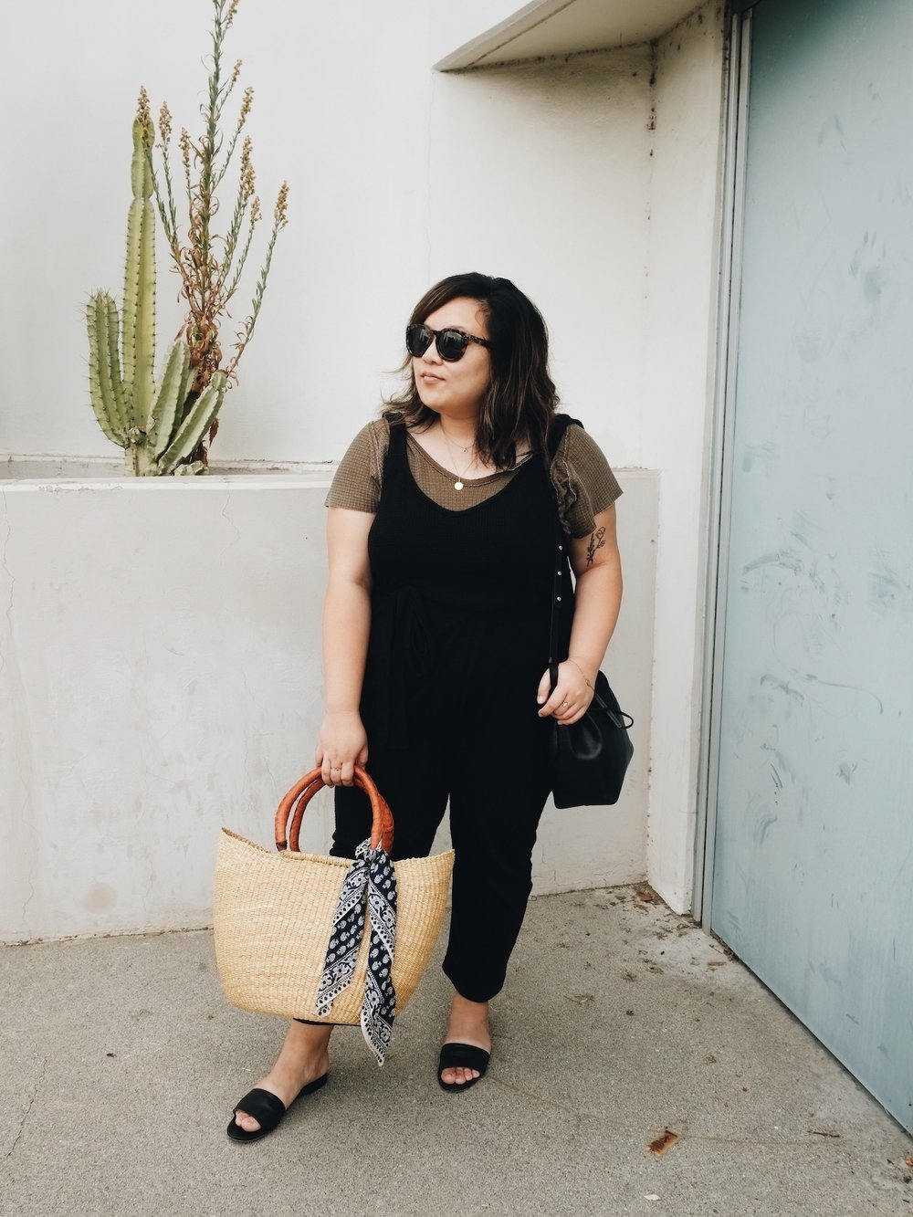 Farmers market outfit // A Week Of Minimalist Uniform Outfits With Jasmine Hwang From The Pleb Life on The Good Trade