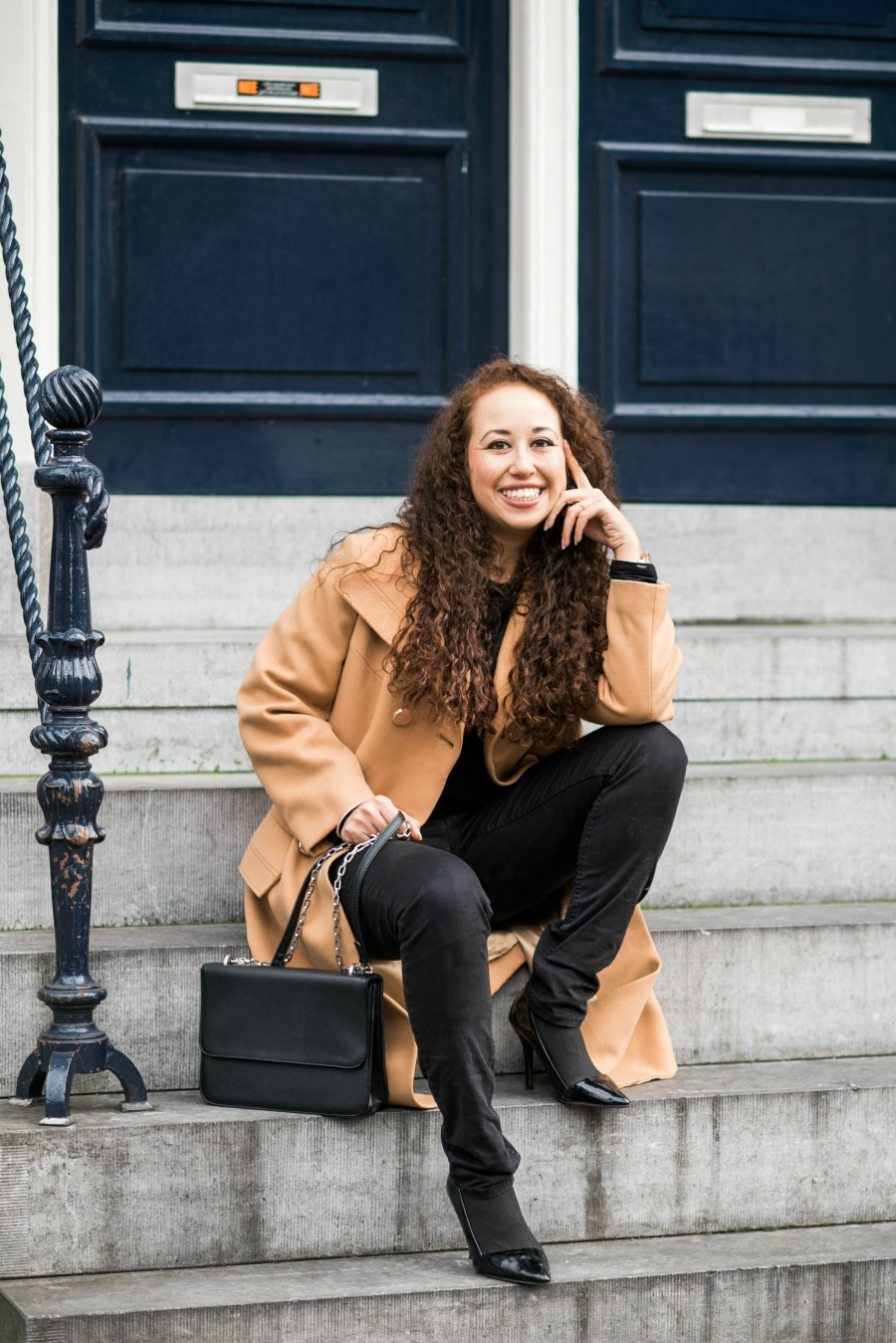 Cozy camel colored wool coat // A Week Of Modern & Cozy Fall Outfits With Lifestyle Blogger & Life Coach Hailey Noa on The Good Trade