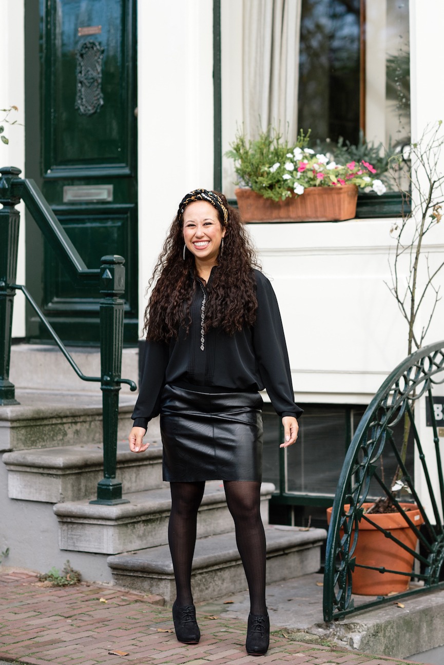 Faux leather skirt minimalist fall outfit // A Week Of Modern & Cozy Fall Outfits With Lifestyle Blogger & Life Coach Hailey Noa on The Good Trade