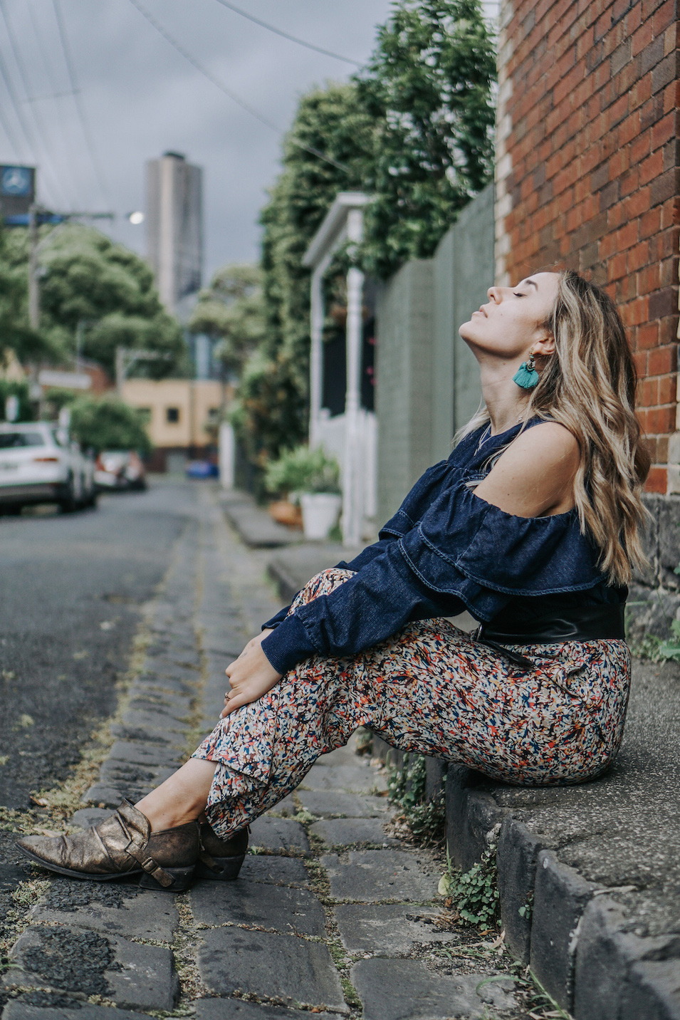 Denim and floral outfit // A Week Of Uncompromising Sustainable Style With Sonia Kessler From Native Styling on The Good Trade