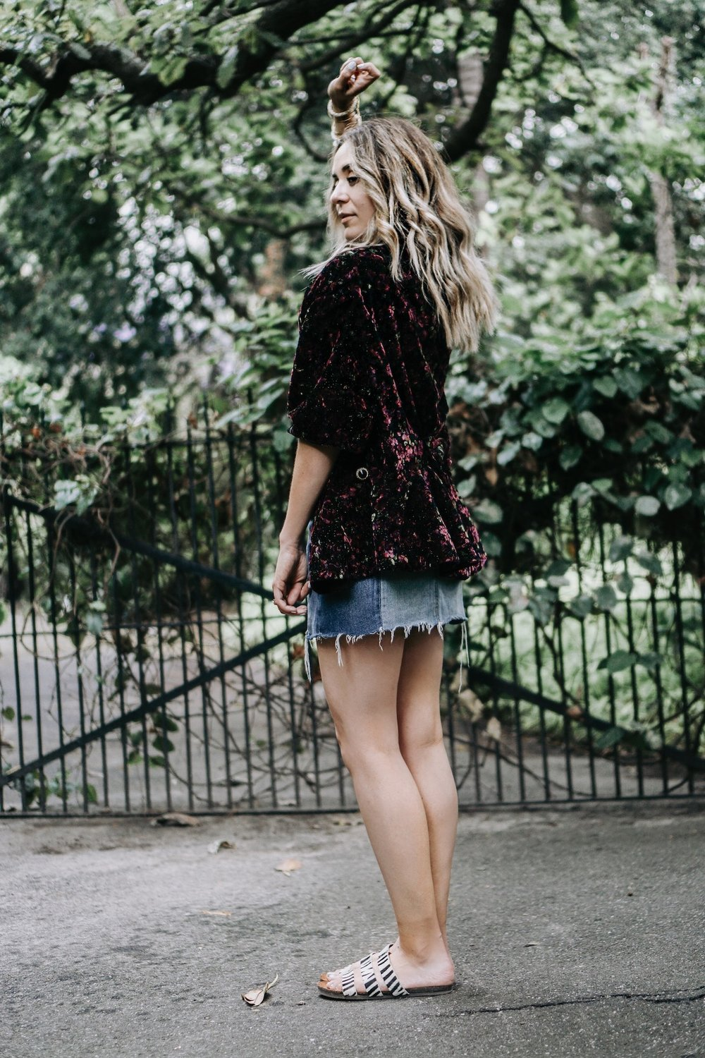 Denim skirt outfit // A Week Of Uncompromising Sustainable Style With Sonia Kessler From Native Styling on The Good Trade
