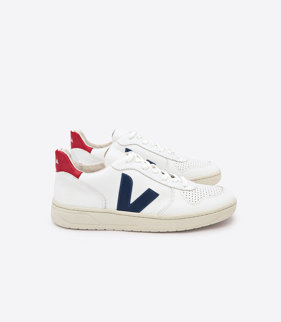 V-10 Sneakers by Veja // Hollywood Outfit Inspiration - Eighth Grade