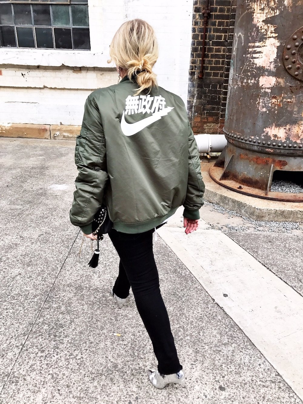 Streetwear-inspired thrifted outfit // A Week Of Designer-Inspired Salvation Army Finds With Faye De Lanty From Fashion Hound on The Good Trade