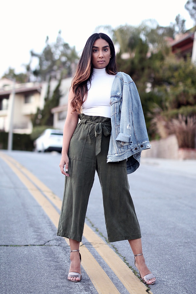 Spring denim jacket outfit // A Week Of Thoughtful & Modern Outfits With Kat Vargas From Finding Katnis on The Good Trade