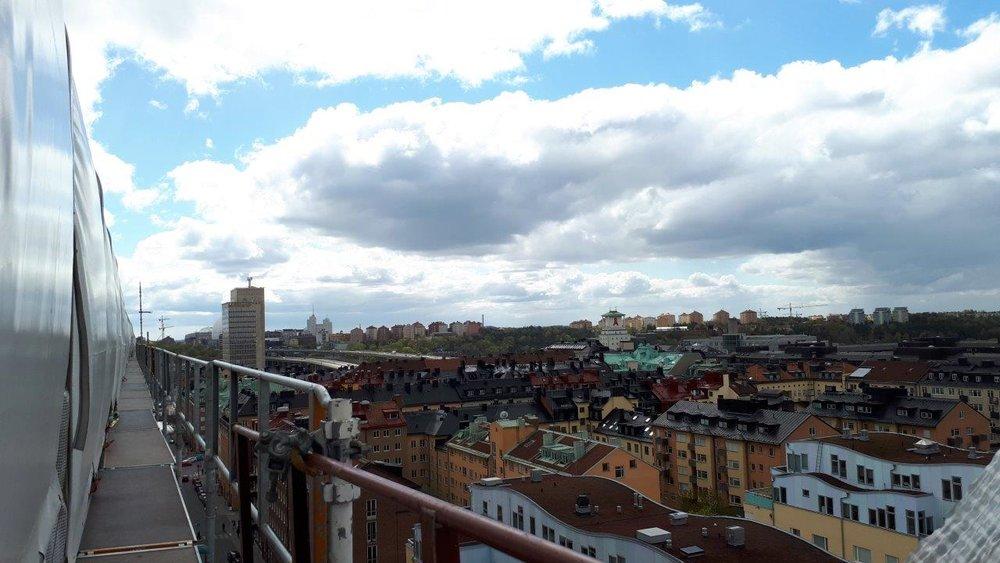 Ser du Globen? Man kan skymta den bakom skyskraporna till vänster.
