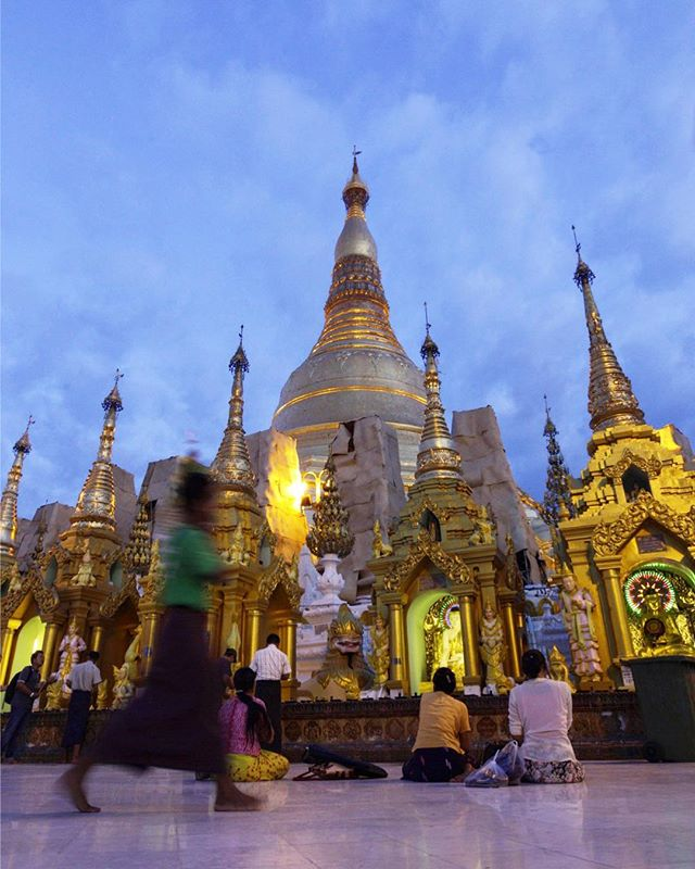 Good to stretch the legs after a heavy commute.  #myanmar  #airplanetimemachine #mingalabar #shwedagonpagoda #smithsonian