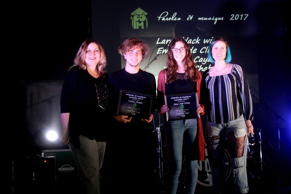 Catégorie Coup de coeur:Emy-Jade Cliche, Eliane Caya, Tristan Chabot auteurs du texte Large black wings