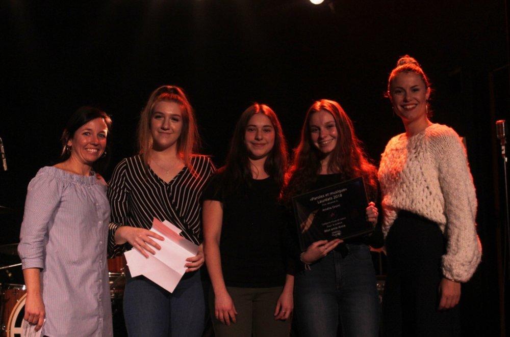 Catégorie Coup de coeur: Amélia Orsini, auteure du texte Mon amie Anna, Prix remis par Loriane Comeau, Grande gagnante de l'édition 2017